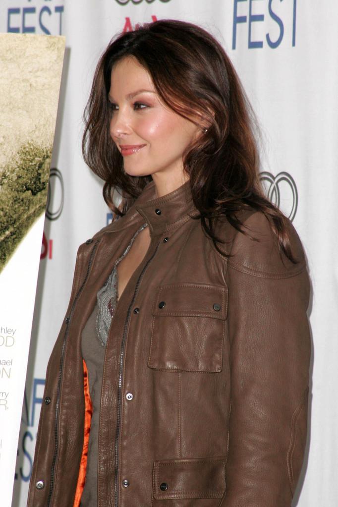 Dont Bug Ashley Judd!