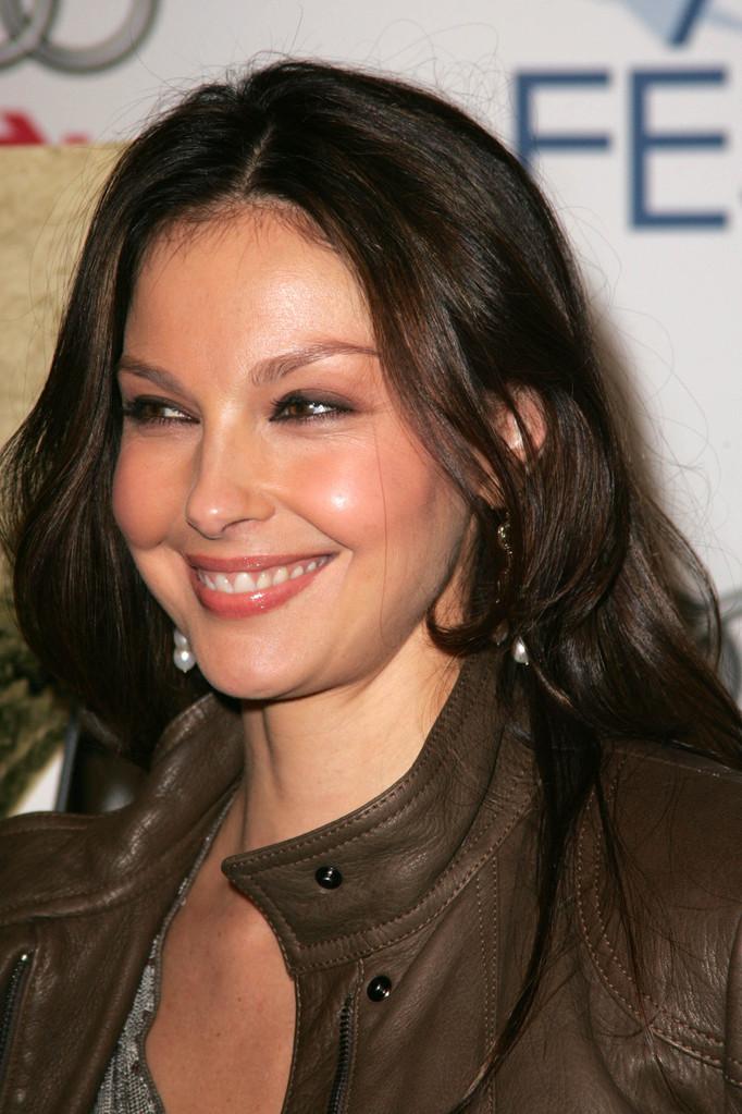 Bug (Ashley Judd) reviews thread